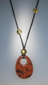104-314 Penjoll amb obsidiana caoba, 60x45,5 mm, antelina negra, fornitures ajustables de metall daurades