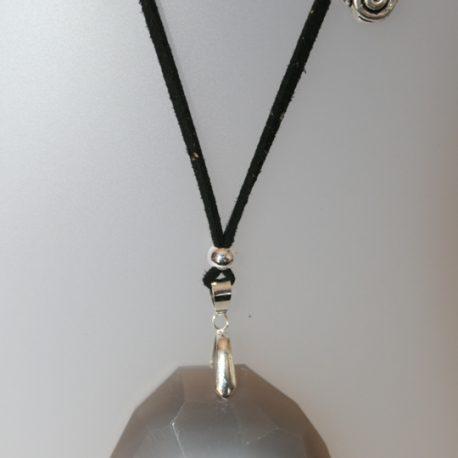 Penjoll amb ametista, 55 mm diàmetre, antelina negra, fornitures ajustables de metall platejades