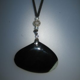 Agate pendant with black and white vein, 40,5x60 mm, antelina negra, Adjustable metal silver buttons