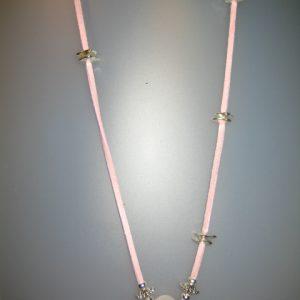 Colgante de cuarzo rosa, 23x20mm, antelina rosa y fornituras platejade