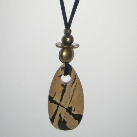 322-315 Penjoll de jaspi Picasso, 65x30mm, antelina negra i fornitures daurades