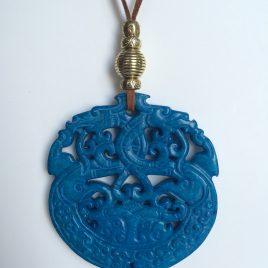 337-315 Penjoll jade blau, tallat a dues cares, 70mm diàmetre, antelina marró i fornitures daurades