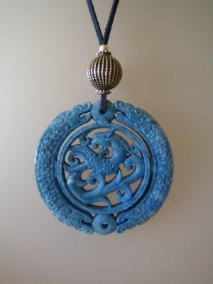 223-1114 Penjoll de jade blau, 70mm diàmetre, antelina blava, fornitures platejades.jpg