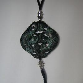 Colgante de jade verde 65x65mm cortado a dos caras antelina negra, hornos. platejades (1)
