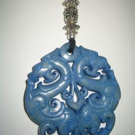 Penjoll de jade blau, 65 mm de diàmetre, antelina negra i fornitures platejades (2)