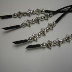 258 Penjoll bosses, botes, roba, antelina negra i fornitures platejades, 46 cm