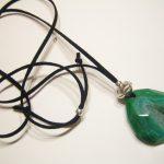 360-116 Penjoll, argent, àgata verda 45x40 cm, antelina negra
